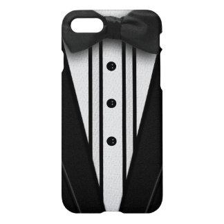 ちょうネクタイが付いている黒いタキシード iPhone 7ケース
