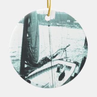 つながれたボート セラミックオーナメント
