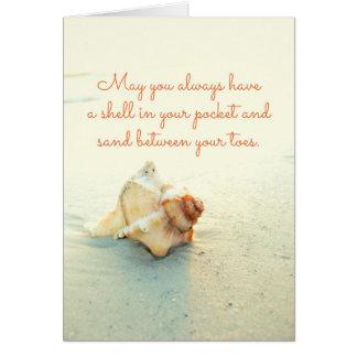 つま先間のあなたの小型の砂の貝はカードを浜に引き上げます グリーティングカード