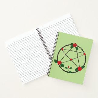 つる植物および赤いバラの星形五角形 ノートブック