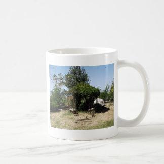 つる植物が付いている望楼 コーヒーマグカップ