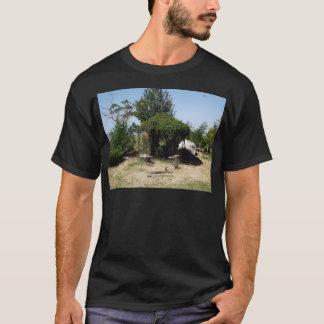 つる植物が付いている望楼 Tシャツ