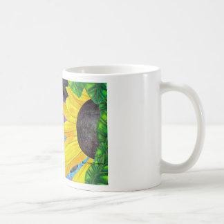 てんとう虫および花を持つ緑色の目の猫 コーヒーマグカップ