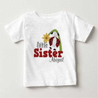 てんとう虫のデイジーの花の妹 ベビーTシャツ