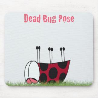 てんとう虫の死んだ虫のヨガの姿勢の~のマウスパッド マウスパッド