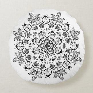 てんとう虫の花は曼荼羅を枕私を着色することを去ります ラウンドクッション