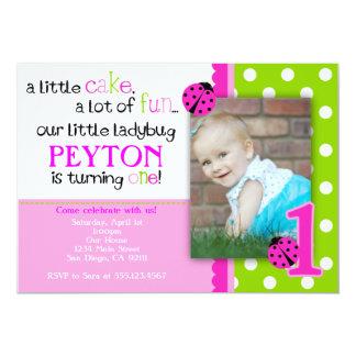 てんとう虫の誕生日の招待状のショッキングピンクのライムグリーン カード