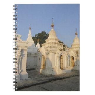 として知られているマンダレイのKuthodawの塔 ノートブック