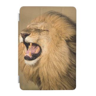 とどろいているオスのライオン iPad MINIカバー