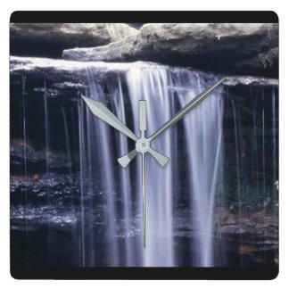とどろくこと走られた滝の時計 スクエア壁時計