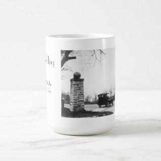 とどろく二十代の白黒結婚式 コーヒーマグカップ