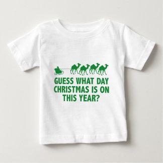 どんな日のクリスマスが今年にあるか推測か。 ベビーTシャツ