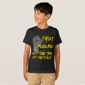 ないこの場所の男の子の暗いTシャツ Tシャツ