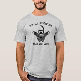 ないすべての科学者の衣服の実験室のコート Tシャツ