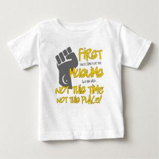ない場所のベビーのジャージーのこのTシャツ ベビーTシャツ