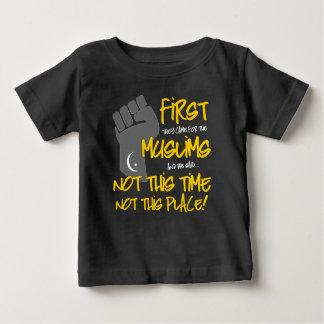 ない場所のベビーの暗いジャージーのこのTシャツ ベビーTシャツ
