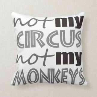 ない私のサーカスない私の猿 クッション