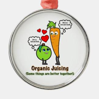 にんじんおよび緑のAppleとのオーガニックなJuicing メタルオーナメント