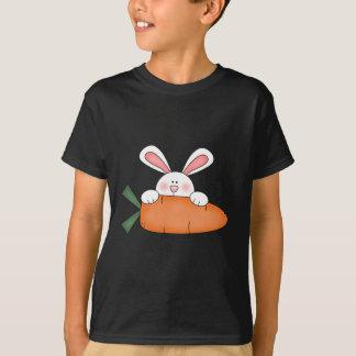 にんじんのTシャツおよびギフトが付いているバニー Tシャツ