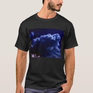 に上がる明るく、濃紺の積雲のcongestus tシャツ