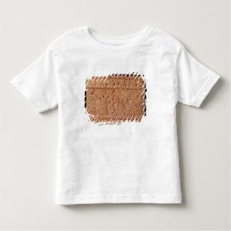 に尊敬を支払っている使用人を描写するレリーフ、浮き彫り トドラーTシャツ