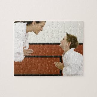 に曲がっている空手の先生および男の子(4-5年) ジグソーパズル