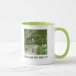 のどかなセントラル・パークニューヨークシティの信号器のマグ マグカップ