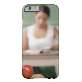 のクローズアップ机 BARELY THERE iPhone 6 ケース