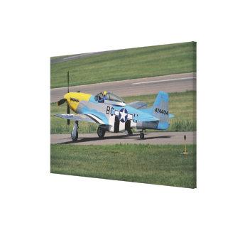 のドーナを眩ます北アメリカP-51 D キャンバスプリント