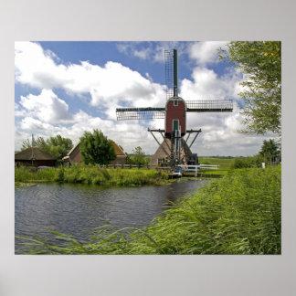 のライデンの東の運河に沿う風車 ポスター
