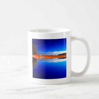 の上下で透明な水 コーヒーマグカップ