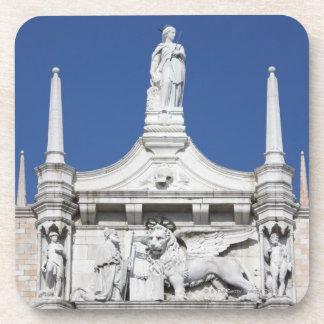 の前の総督の彫像が付いている総督の宮殿 コースター