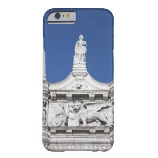 の前の総督の彫像が付いている総督の宮殿 BARELY THERE iPhone 6 ケース
