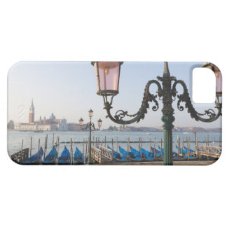の方に見る礁湖で繋ぎ止められるゴンドラ iPhone SE/5/5s ケース