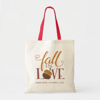  の秋のドングリの結婚式の引き出物は恋に落ちます トートバッグ