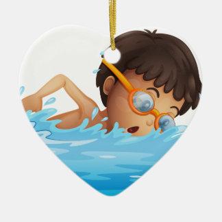 の若い男の子の水泳黄色いゴーグル セラミックオーナメント