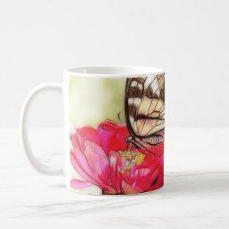 の黄色いアゲハチョウの蝶《植物》百日草 コーヒーマグカップ