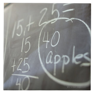 の黒板の数学の問題の閉めて下さい タイル