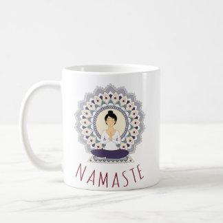 はす姿勢のナマステ-ヨガのAsanaの女性のマグ コーヒーマグカップ