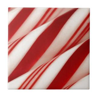はっか菓子の杖のクリスマスの赤く白い休日 タイル