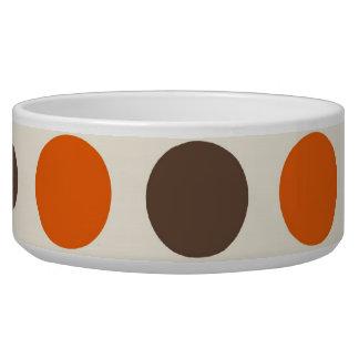 はっきりしたでカラフルなオレンジピンクの黄色ブラウンの水玉模様 犬用ご飯皿