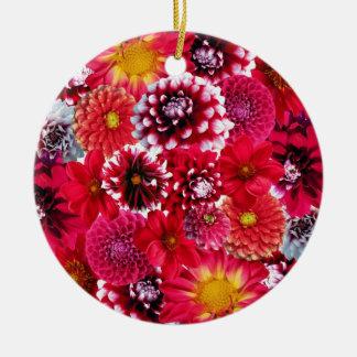 はっきりしたなピンクのマゼンタのダリアによっては花のコラージュが開花します 陶器製丸型オーナメント