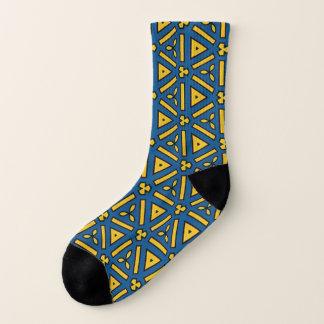 はっきりしたなプリントの青く黄色く幾何学的な繰り返しパターン ソックス