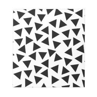 はっきりしたな白黒三角形のプリント ノートパッド