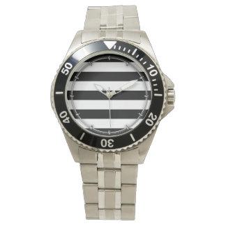 はっきりしたな白黒横は縞で飾ります 腕時計