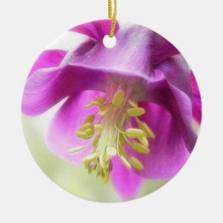 はっきりしたな紫色のオダマキ(植物) セラミックオーナメント