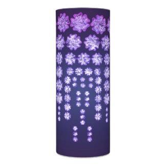 はっきりしたな紫色の藤の花園の日本のな木 LEDキャンドル
