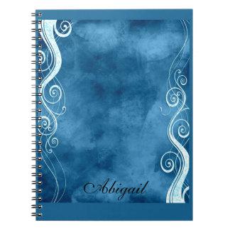 はっきりしたな青及び白は渦巻のモノグラムをカールします ノートブック