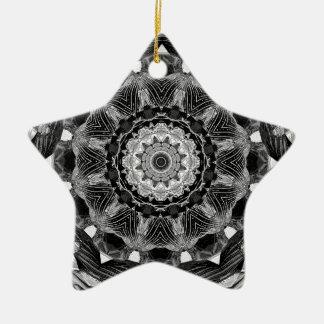 はっきりしたな1bw万華鏡のように千変万化するパターンの曼荼羅のフラクタルのチャクラ セラミックオーナメント