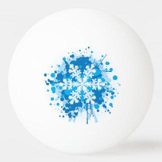 はね飛ばされたペンキのクリスマスの雪片のデザイン 卓球ボール